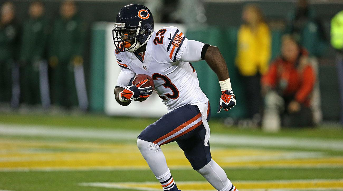 Former Bears star Hester retires from NFL