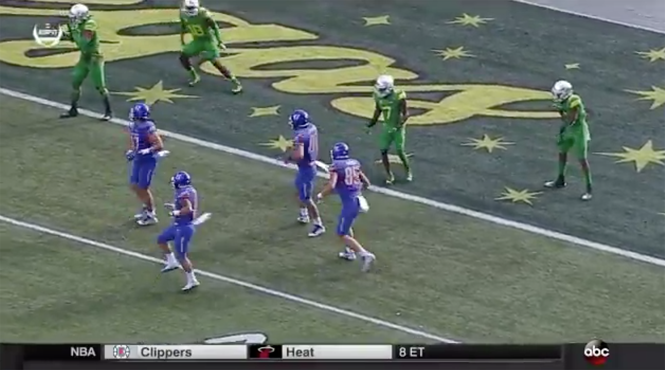 OR scores two defensive TDs to end half against Boise State