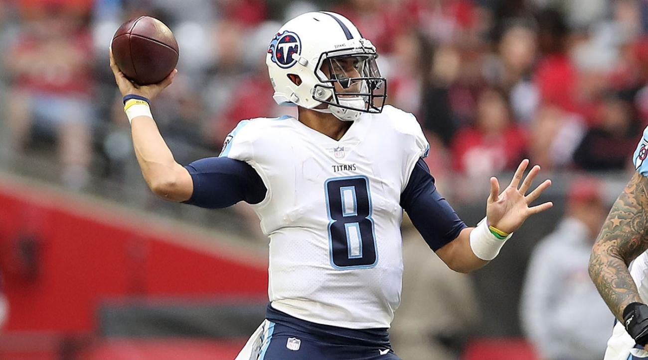 Marcus Mariota #8 of the Tennessee Titans makes a pass against the Arizona Cardinals in the first half of the NFL game at University of Phoenix Stadium on December 10, 2017 in Glendale, Arizona. (Photo by Christian Petersen/Getty Images)