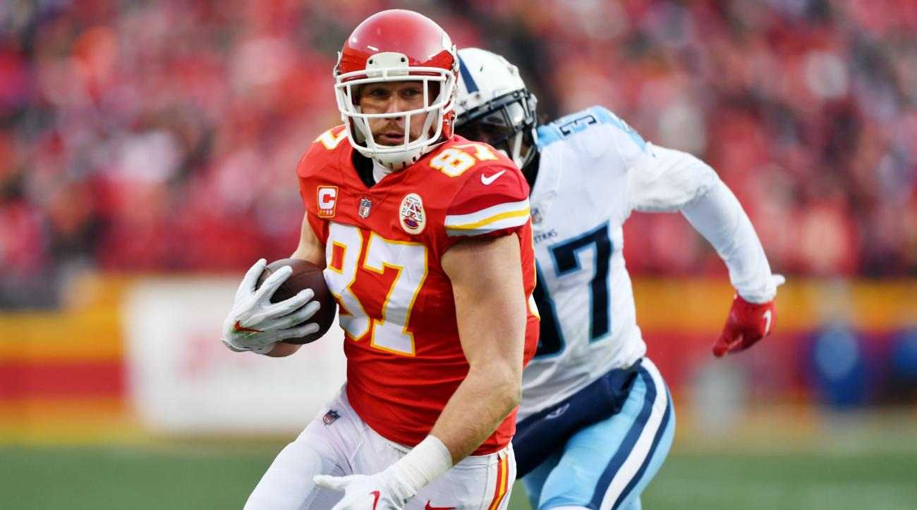 Travis Kelce Ruled Out vs. Titans in Playoff Game After Suffering Concussion