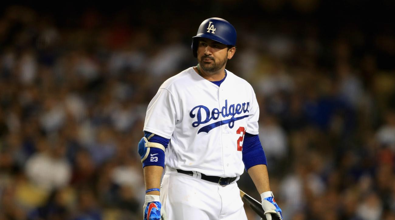 Mets sign first baseman Adrian Gonzalez