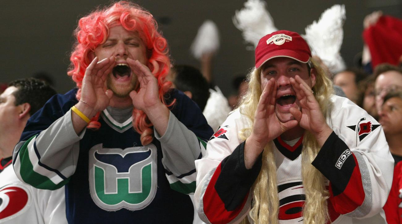Carolina Hurricanes: Hartford Whalers throwback jerseys an option