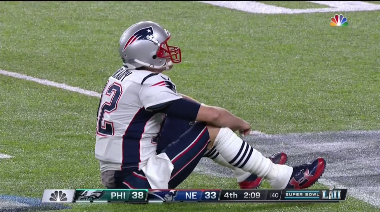 huge selection of 8fb02 e8c5c Tom Brady fumbles in Super Bowl on Brandon Graham sack ...