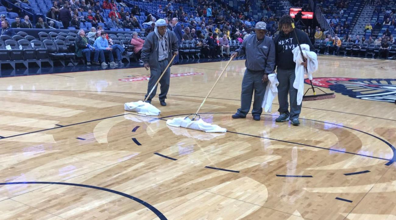 Leak in Smoothie King Center roof causes Pelicans game to be delayed