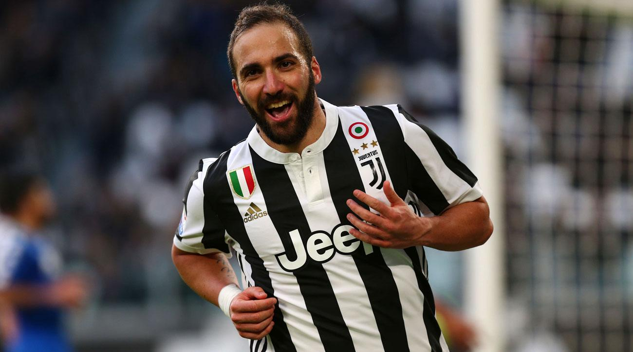 Juventus rise to top of Serie A