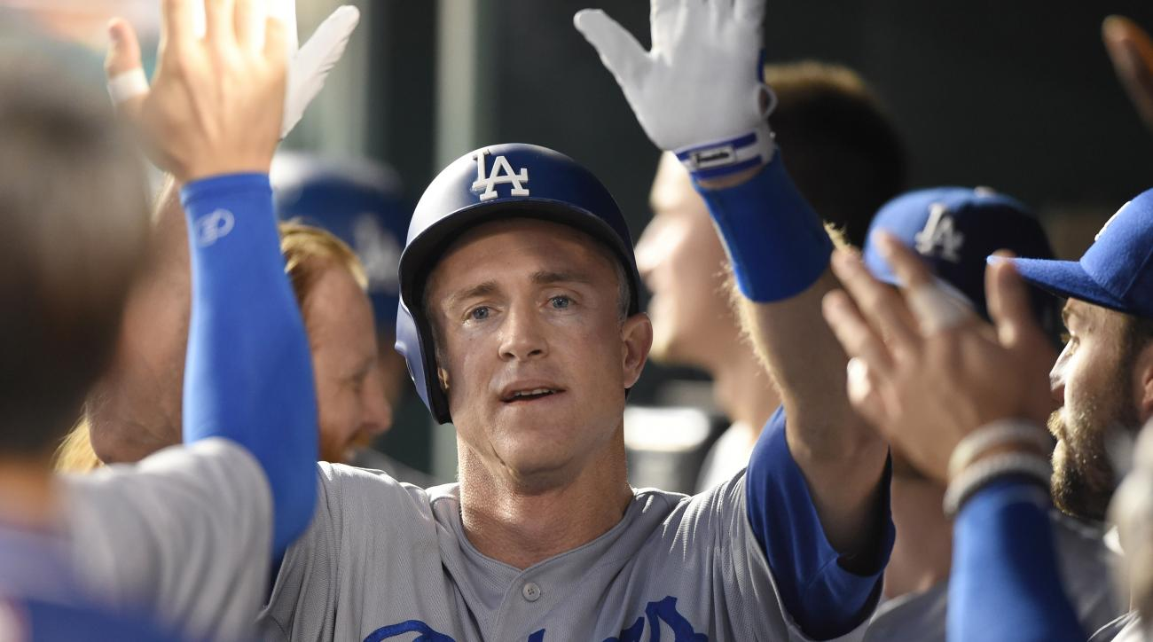 Dodgers reportedly re-sign Chase Utley