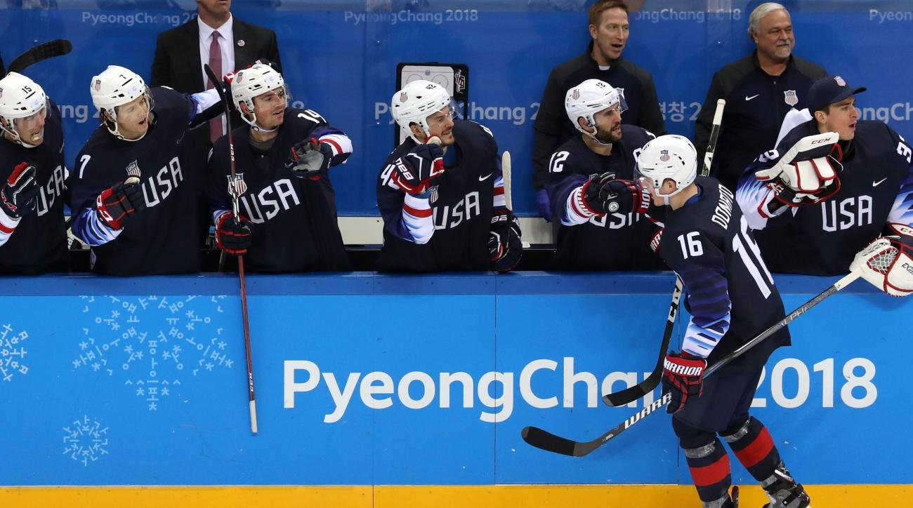 U.S. routs Slovakia to reach Olympic men's hockey quarter-finals