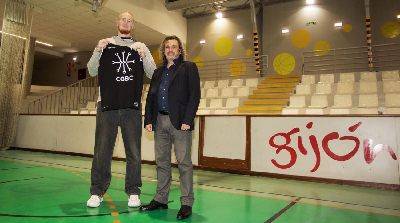 Robert Swift: Ex-addict NBA player signs in Spain