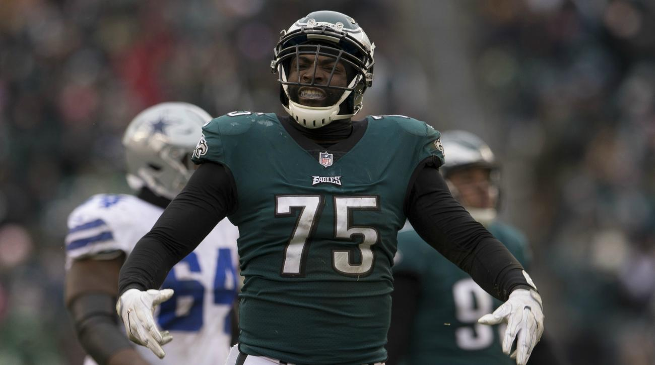 buy popular ff84d 823b7 Vinny Curry: Buccaneers sign former Eagles DE to three-year ...
