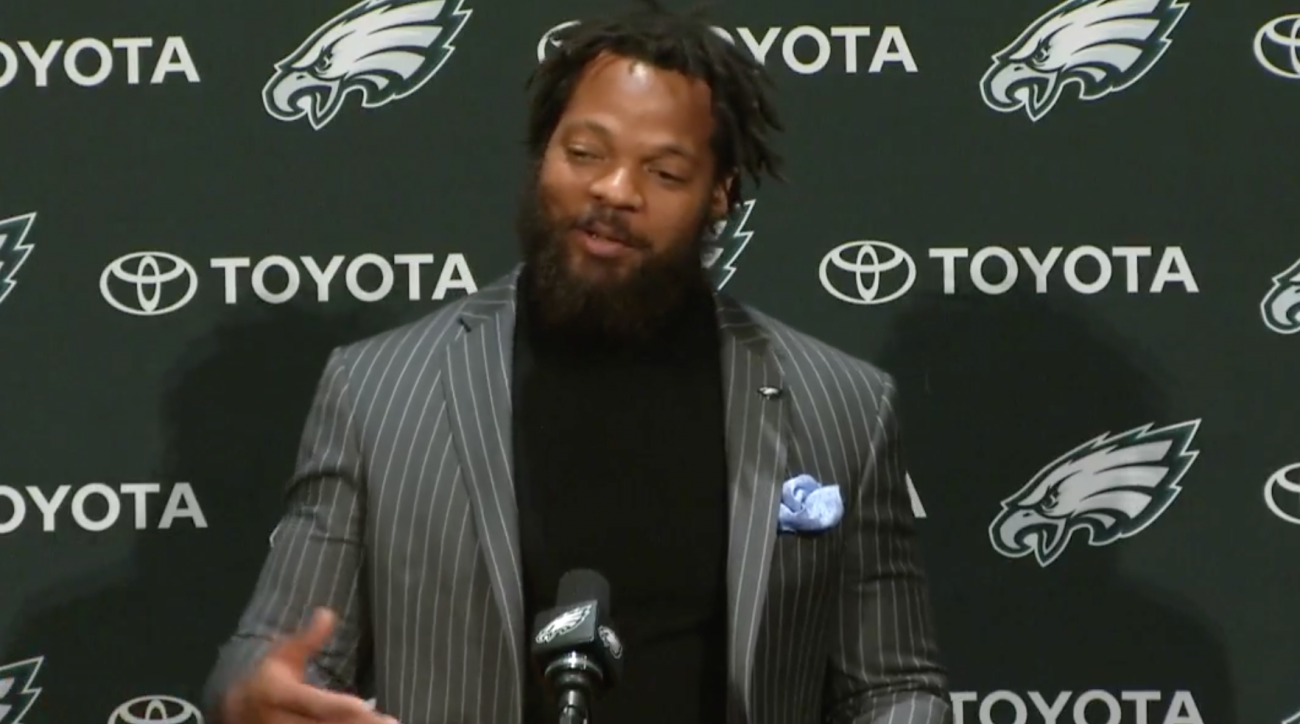 Eagles Michael Bennett warns NFC East QBs at press conference