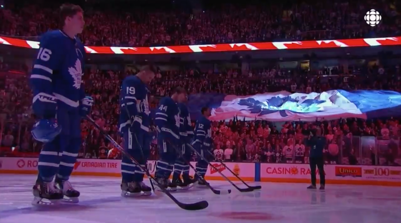 Maple Leafs fans sing O Canada after tragedy (video)