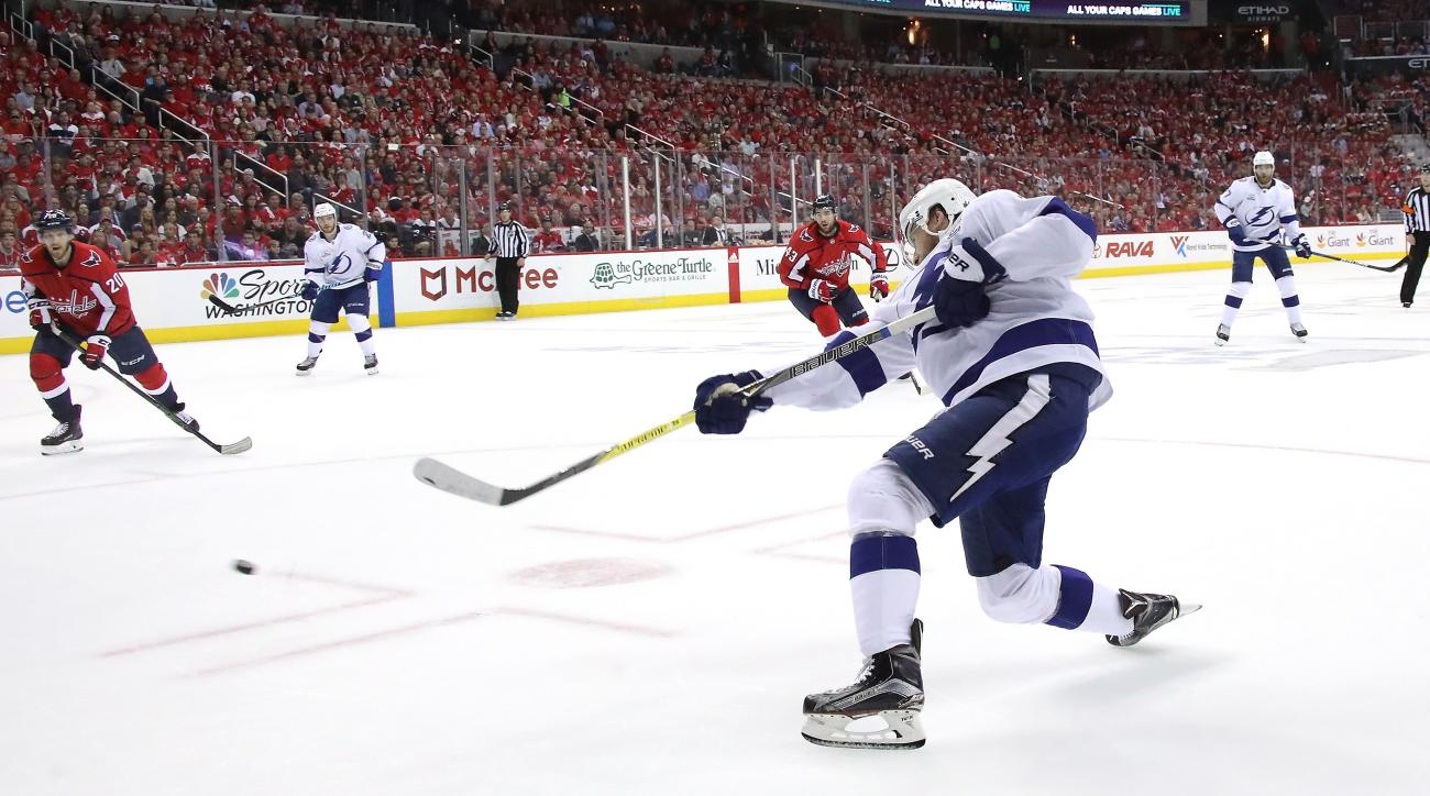 Lightning avenge home losses with Game 3 win at Washington
