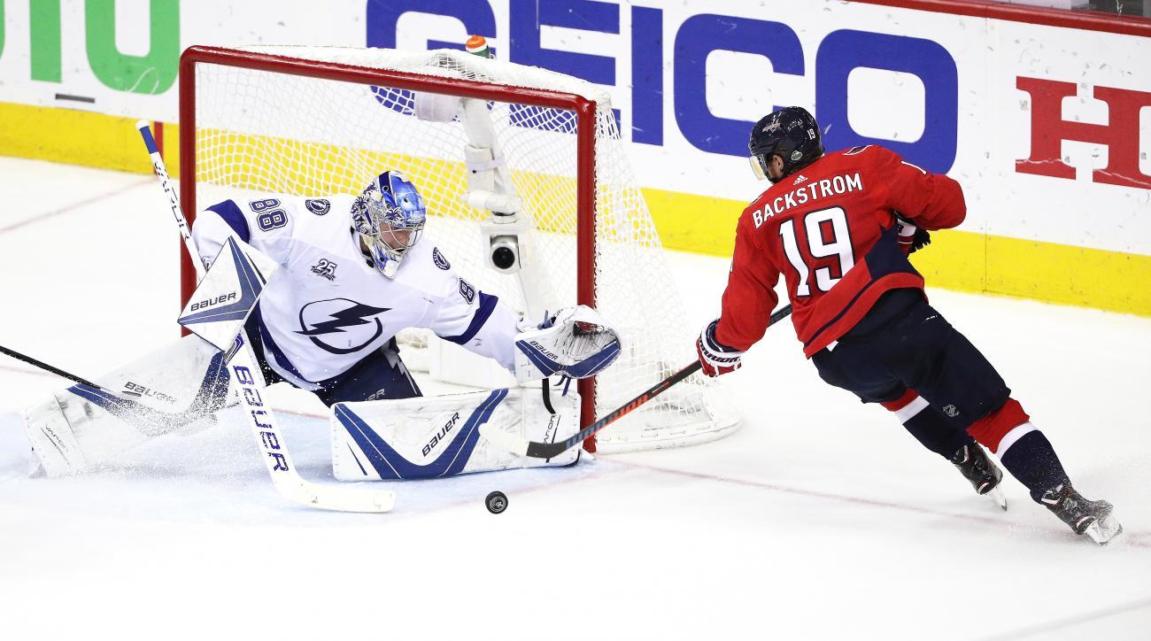 Hedman shines as Lightning strike down Capitals