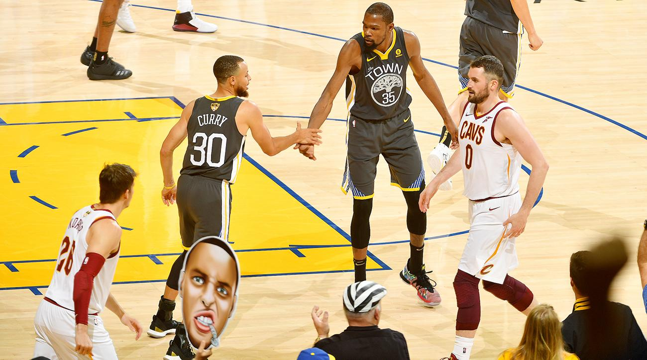 ac873f6ec6ad Steph Curry and Kevin Durant Come Together to Tear the Cavs Apart