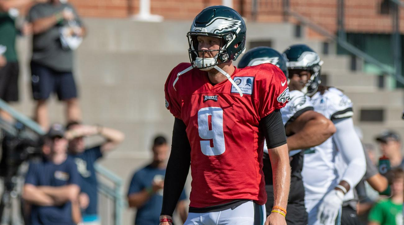 Nick Foles leaves Eagles' preseason game with shoulder strain