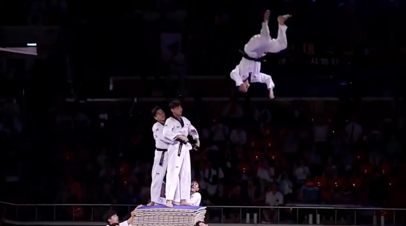 Video: Crazy Korean Taekwondo team demonstration