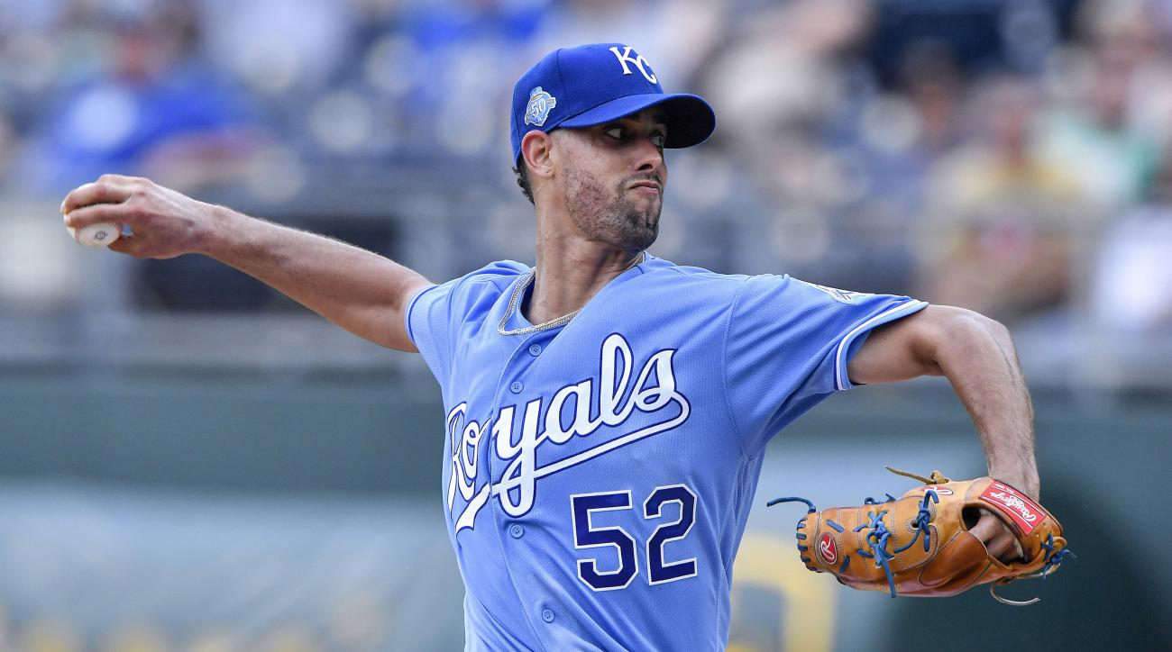 Royals rookie Lopez loses flawless game and no-hit bid in 9th