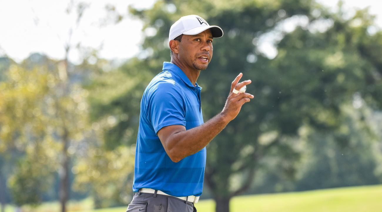 tiger woods enters sunday leading the tour championship