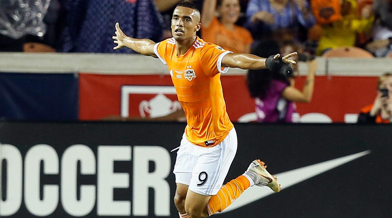 Mauro Manotas scores in the US Open Cup final