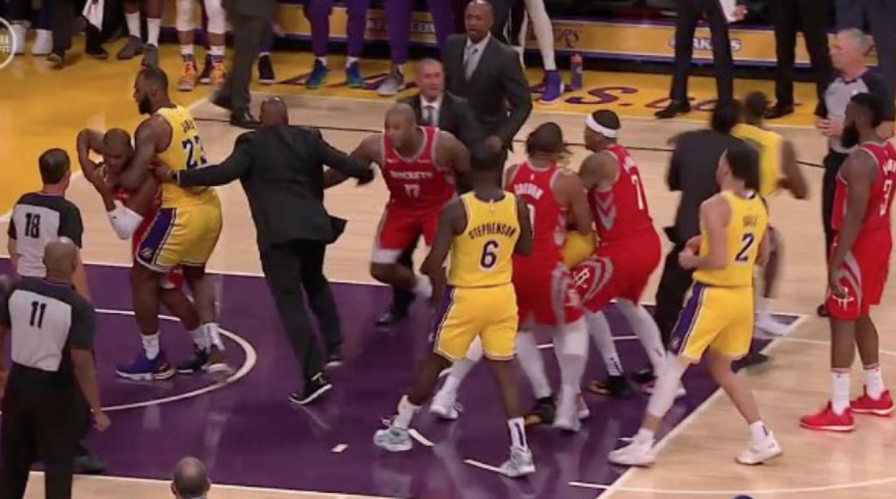 Chris Paul and Rajon Rondo Exchange Punches During Rockets vs Lakers