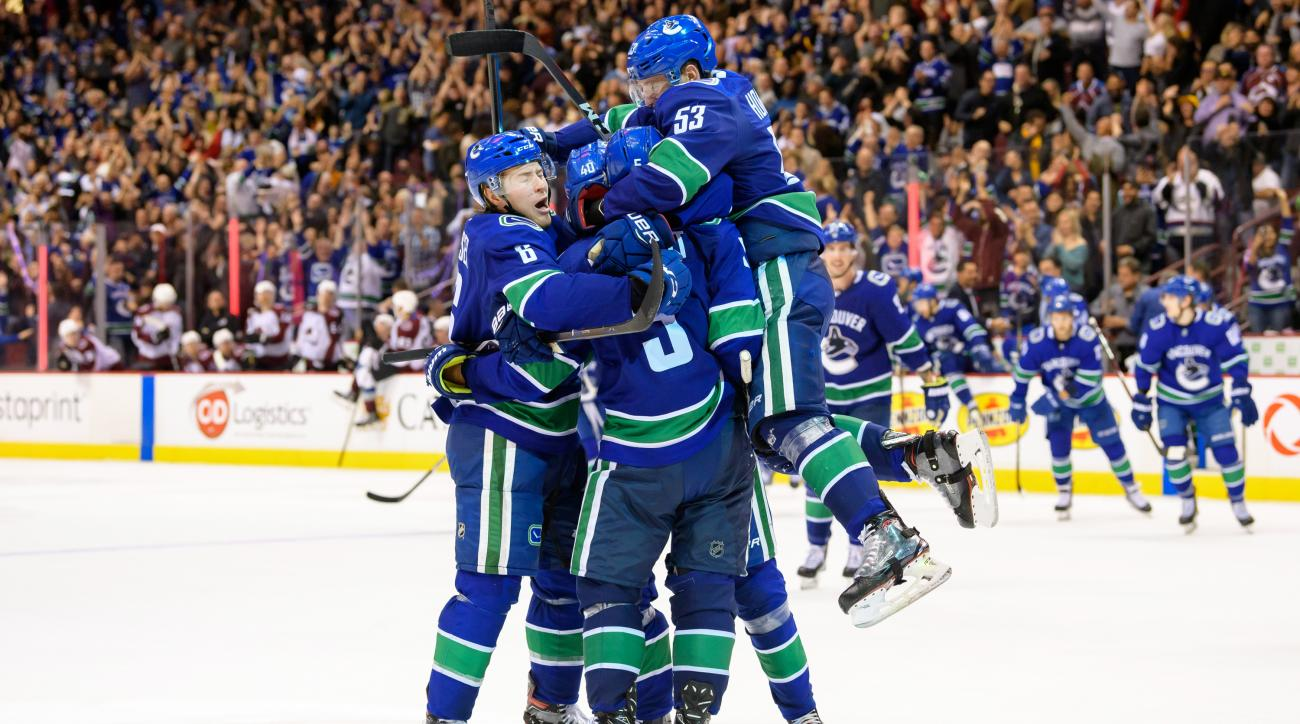 NHL: NOV 02 Avalanche at Canucks