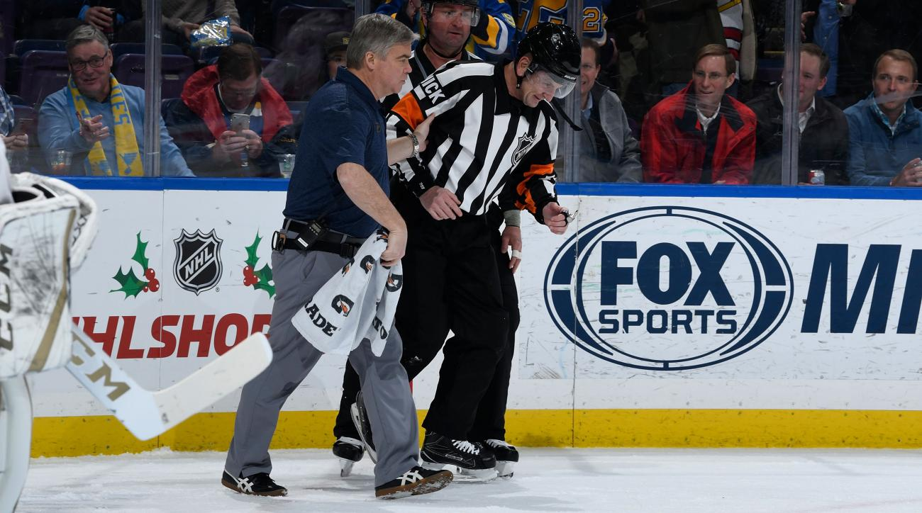 Tim Peel: Robert Bortuzzo goal hits ref in crotch (video)