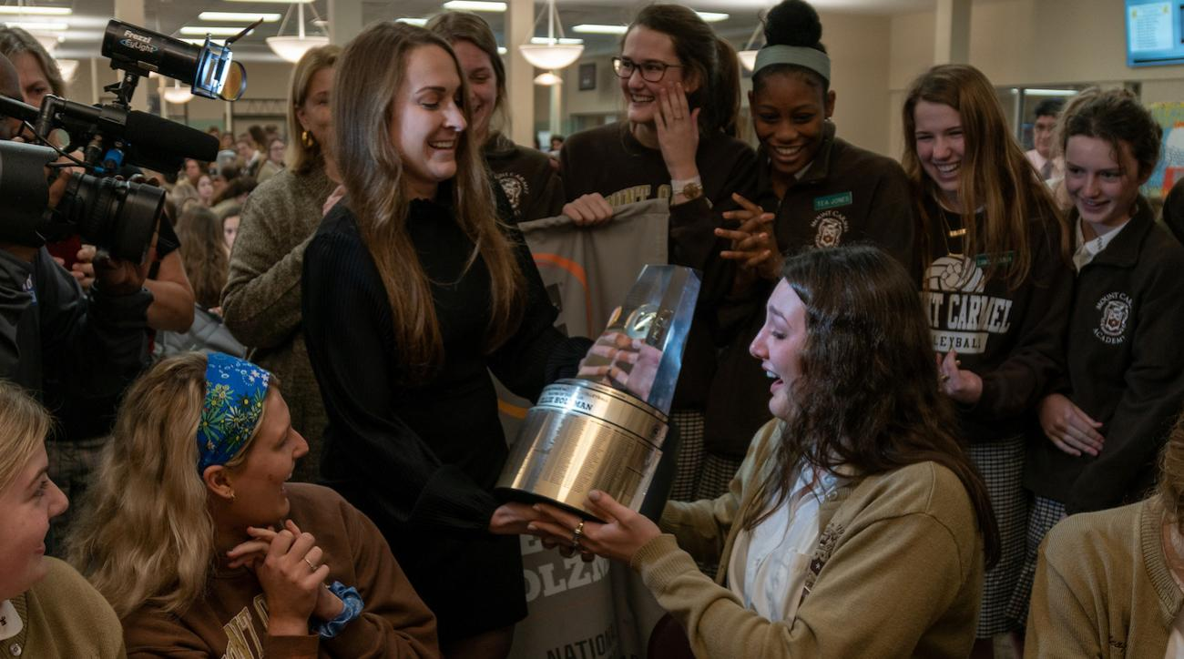 Illinois commit Ellie Holzman Surprised With Gatorade National Volleyball Player of the Year