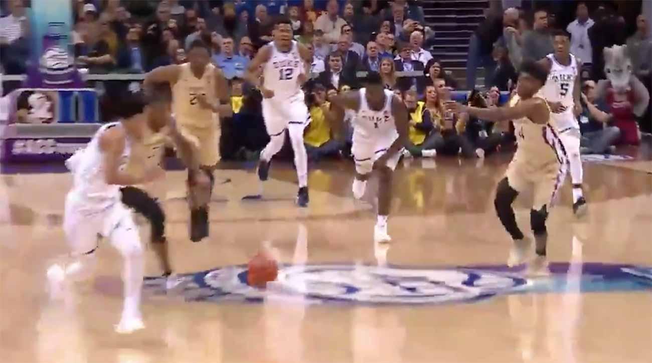Zion Williamson pass highlights: Duke star feeds Tre Jones (VIDEO)