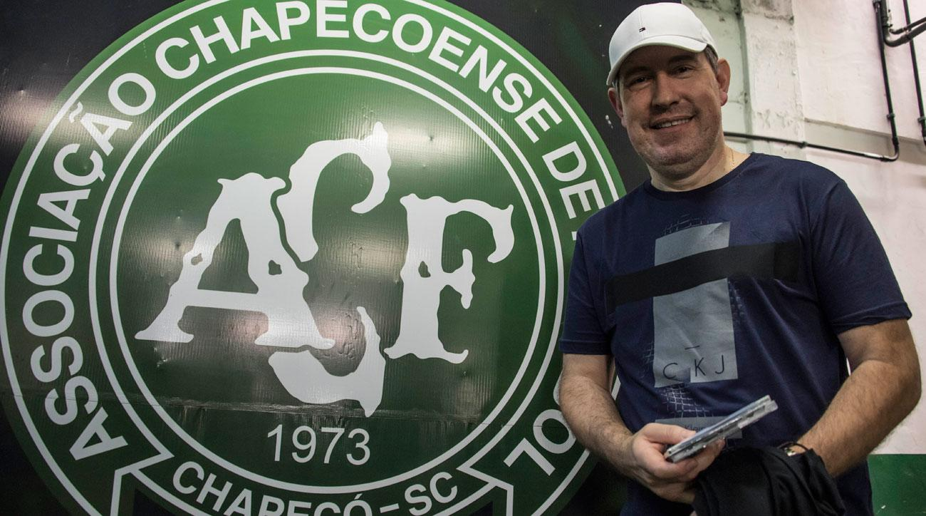 Chapecoense mourn death of reporter who survived 2016 plane crash