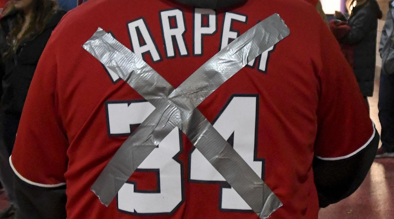 purchase cheap e2492 e40b1 Nationals fans deface Bryce Harper jerseys for game vs ...