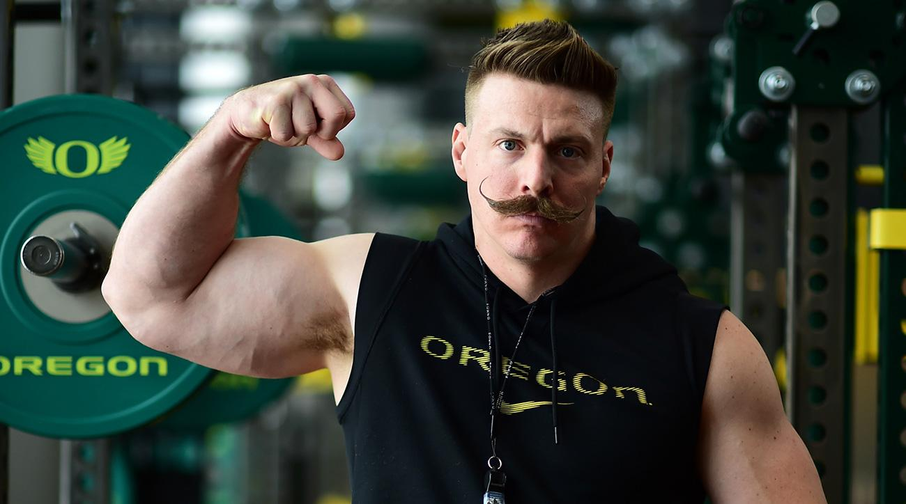 Oregon strength coach Aaron Feld: Working out like a player