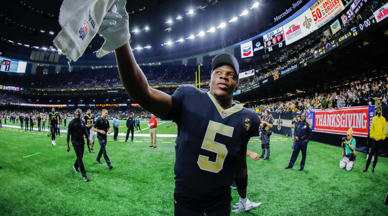 Teddy Bridgewater: Saints QB hands kids cash in Miami (video)