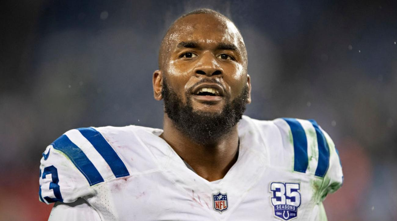 Watch: Colts LB Darius Leonard Stops and Changes Stranger's Tire