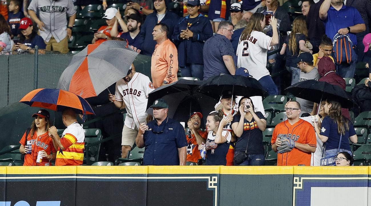Houston Astros: Thunderstorm causes rain inside stadium (video)