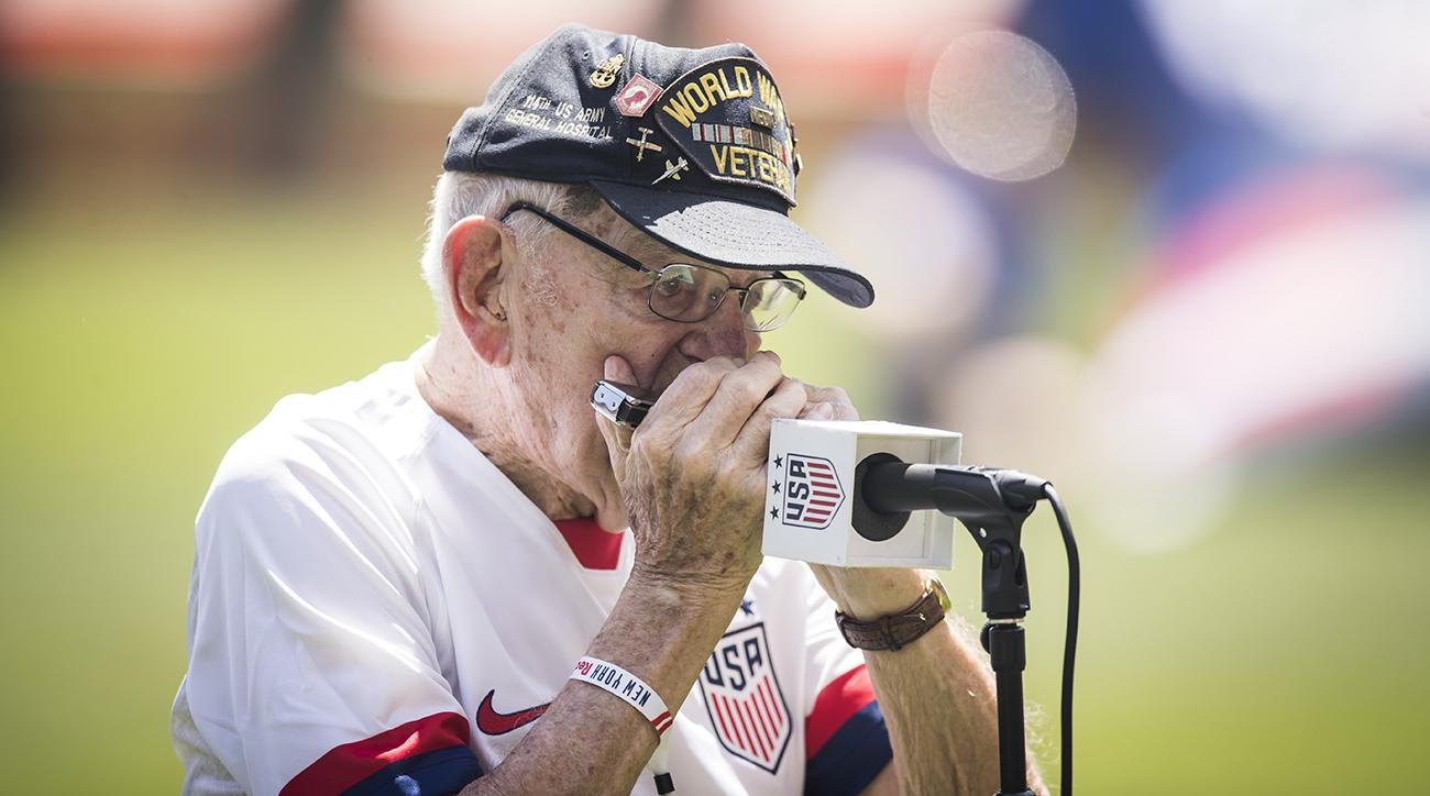 96-Year-Old World War II Veteran Performs Chills-Inducing National Anthem on Harmonica