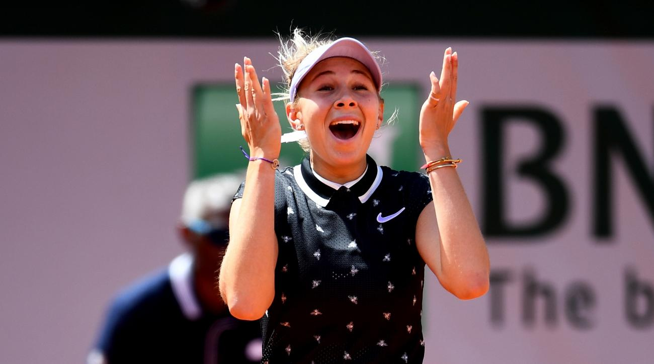 American Anisimova, 17, Beats Defending Champ Halep to Reach French Open Semis