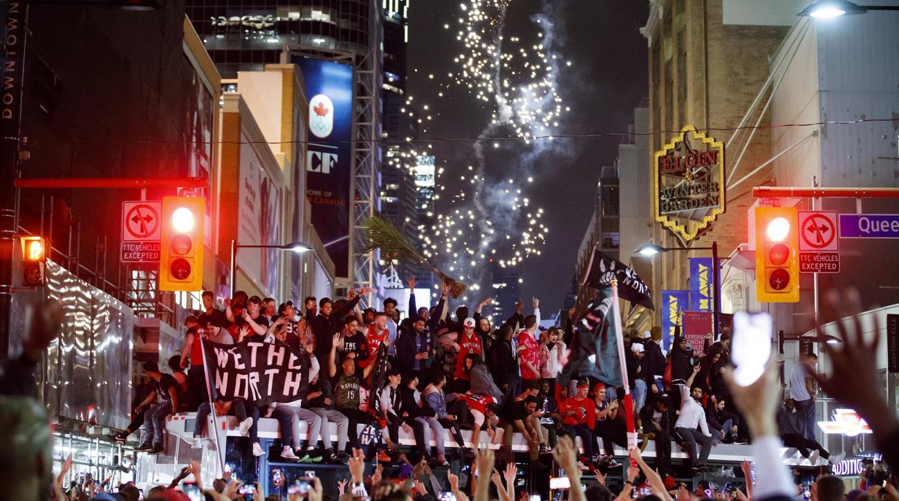 Raptors fans celebrate NBA Finals in streets of Toronto (videos)