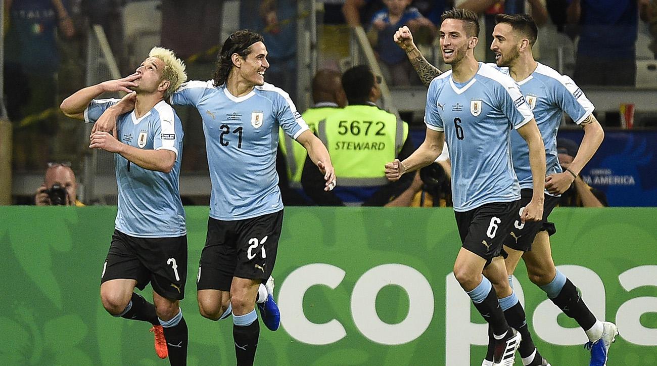 Edinson Cavani, Luis Suarez Score as Uruguay Cruises Past 10-Man Ecuador