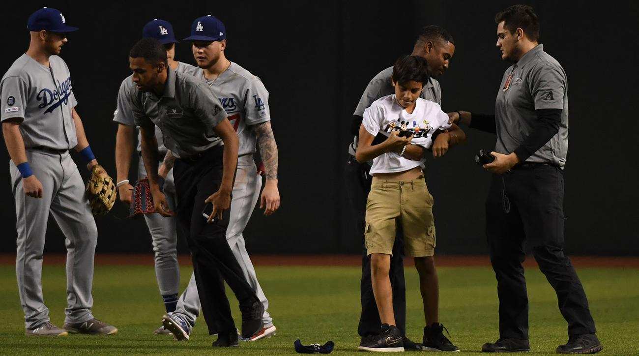 Third fan rushes field at Dodgers game