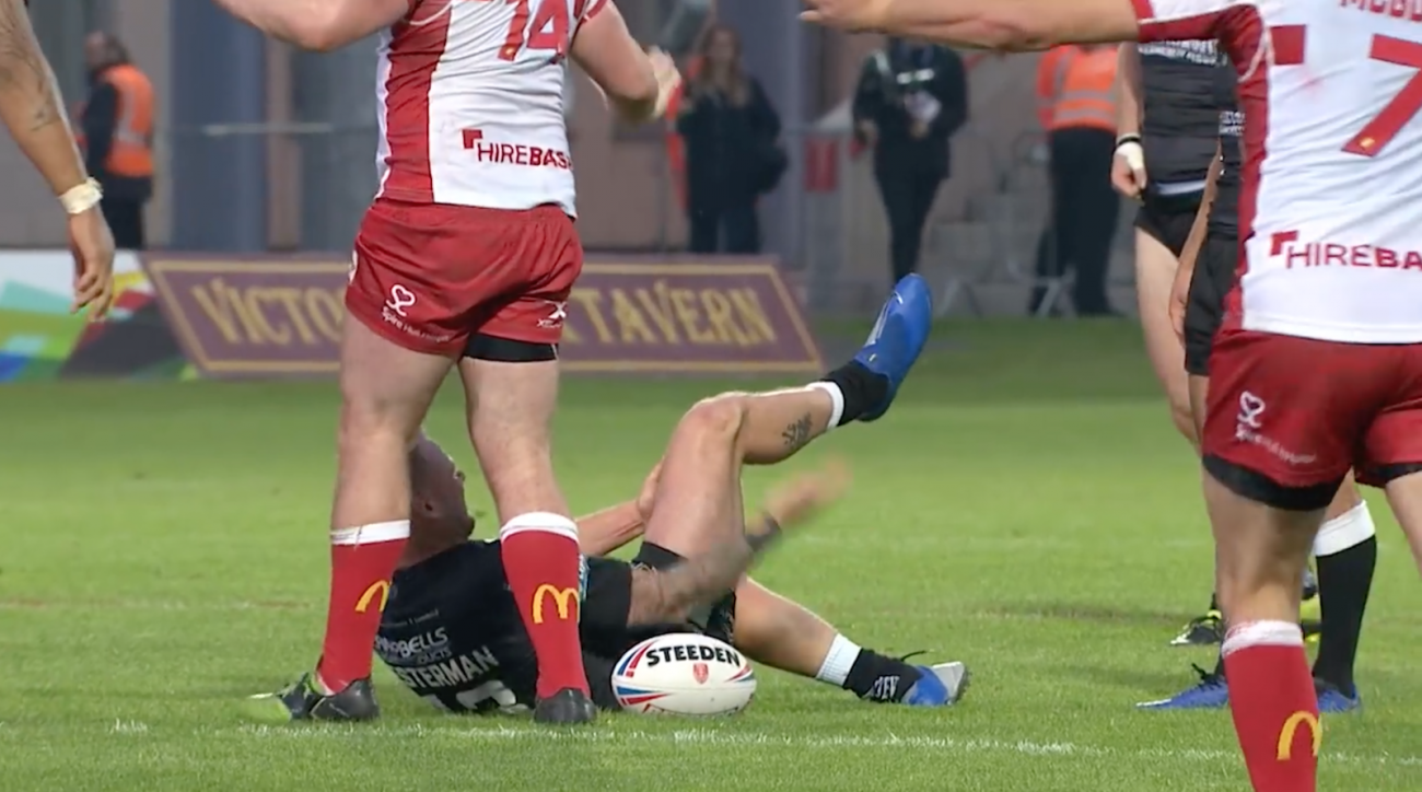 Joe Westerman: Hull FC rugby player dislocates knee (video)