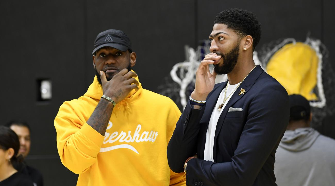 LeBron James using 2K to practice with Lakers