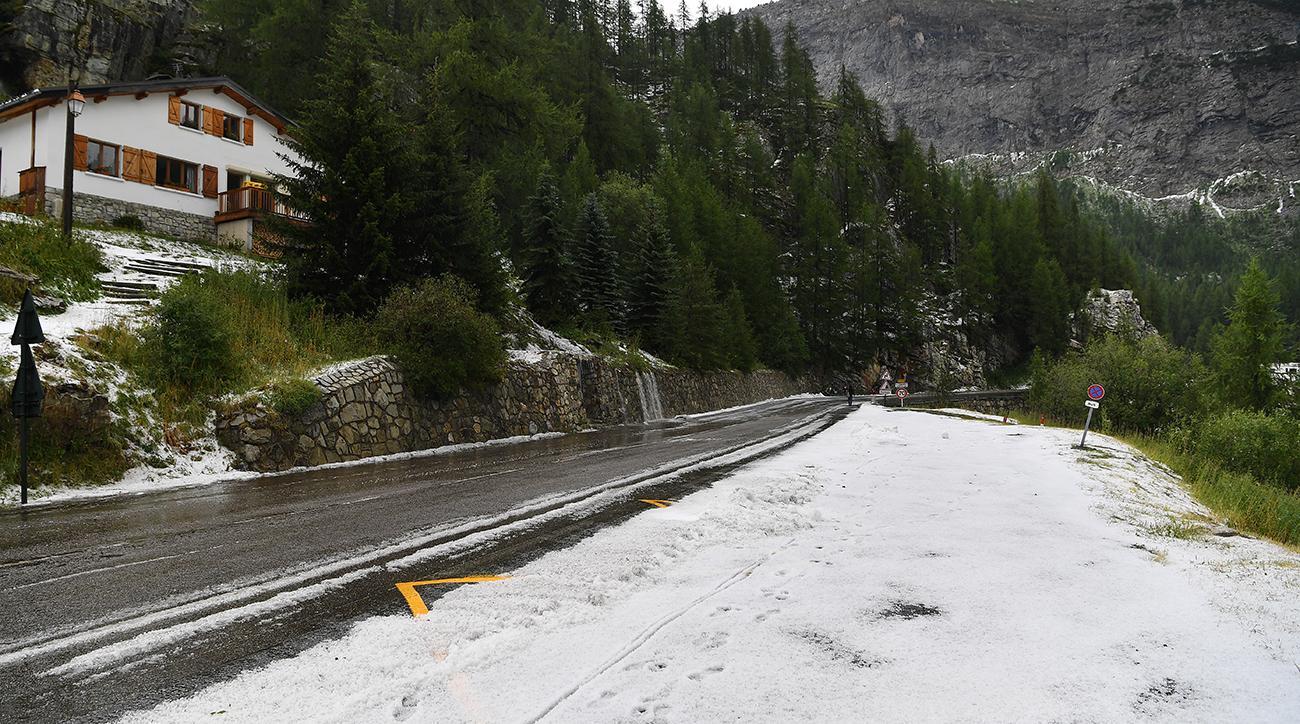 Violent Weather Forces Early Halt to Tour de France Stage 19