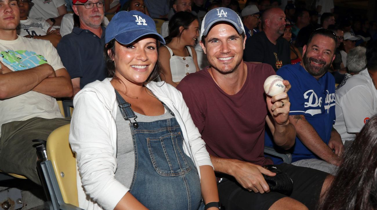 Robbie Amell: 'The Duff' actor proves he can throw football (video)