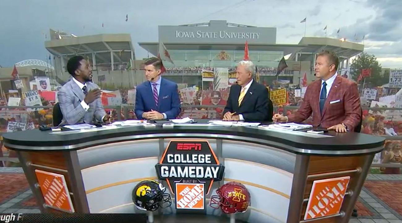 Best Signs From ESPN's Week 1 'College GameDay' Broadcast From Iowa-Iowa State