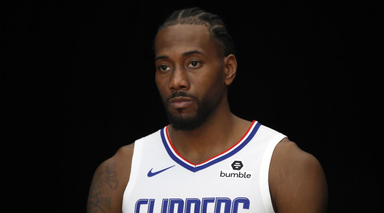 Clippers' Kawhi Leonard booed by fans at Rams game (video)