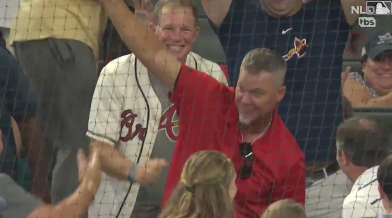Braves-Cardinals: Chipper Jones catches foul ball (video)