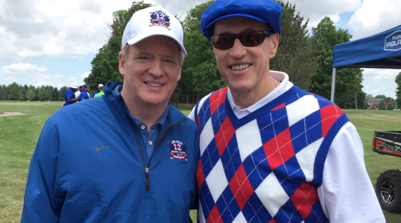 Roger Goodell poses for a photo with former NFL QB Jim Kelly.