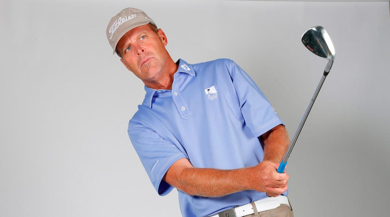 Instructor James Sieckmann says light grip pressure is vitally important to chipping.