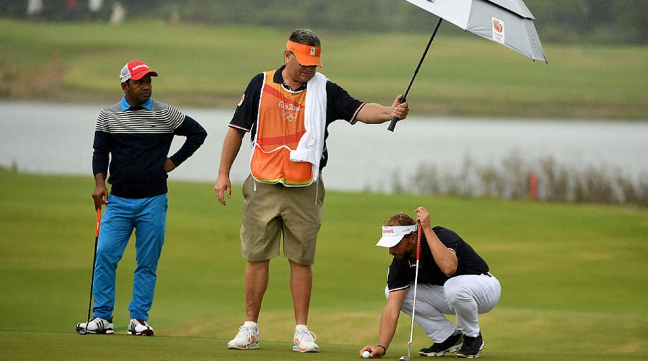how to become a tour caddy