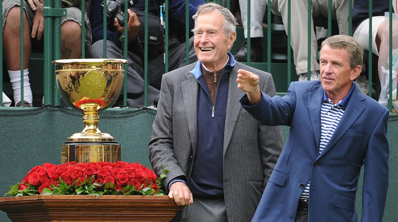 Former President George H.W. Bush (left) and PGA Tour Commissioner Tim Finchem wait on the first tee during the 2009 Presidents Cup.